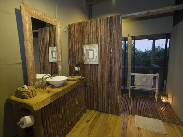 Rocktail Beach Camp - bathroom